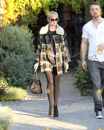 Andy LeCompte Photo - Photo by VPRFstarmaxinccom201012910Ashlee Simpson departs the Andy Lecompte Salon with a new hairstyle(West Hollywood CA)