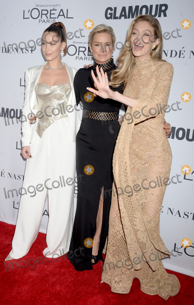 Yolanda Hadid Photo - Photo by Dennis Van TinestarmaxinccomSTAR MAXCopyright 2017ALL RIGHTS RESERVEDTelephoneFax (212) 995-1196111317Bella Hadid Yolanda Hadid and Gigi Hadid at The 2017 Glamour Women Of The Year Awards in Brooklyn New York City(NYC)
