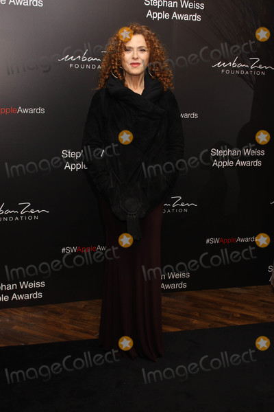 Bernadette Peters Photo - Photo by Victor MalafrontestarmaxinccomSTAR MAX2018ALL RIGHTS RESERVEDTelephoneFax (212) 995-1196102418Bernadette Peters at the Stephen Weiss Apple Awards in New York City