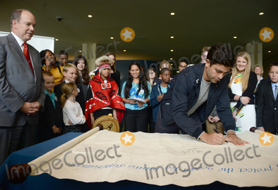 Adrian Grenier Photo - Photo by Dennis Van TinestarmaxinccomSTAR MAX2017ALL RIGHTS RESERVEDTelephoneFax (212) 995-11966917UN Ocean Conference in New York UNHQ Prince Albert II and Adrian Grenier sign ocean pledge with children from around the world in New York City