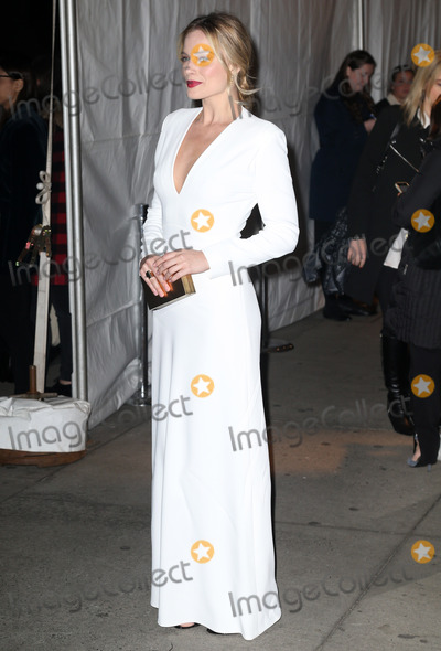 Margot Robbie Photo - Photo by KGC-146starmaxinccomSTAR MAX2016ALL RIGHTS RESERVEDTelephoneFax (212) 995-1196112816Margot Robbie at The 26th Annual Gotham Independent Film Awards(NYC)