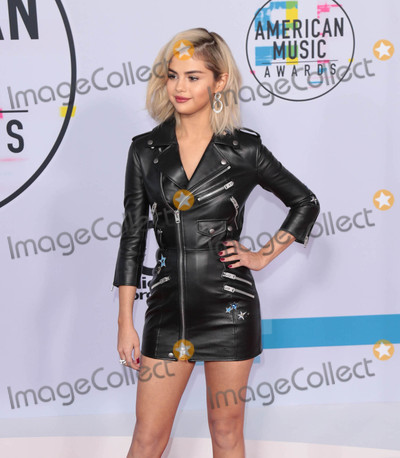 Selena Gomez Photo - Photo by gotpapstarmaxinccomSTAR MAX2017ALL RIGHTS RESERVEDTelephoneFax (212) 995-1196111917Selena Gomez at The 2017 American Music Awards in Los Angeles CA