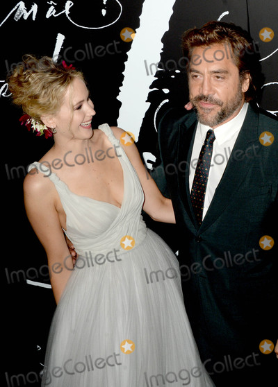 Jennifer Lawrence Photo - Photo by Dennis Van TinestarmaxinccomSTAR MAX2017ALL RIGHTS RESERVEDTelephoneFax (212) 995-119691317Jennifer Lawrence and Javier Bardem at the premiere of Mother in New York City