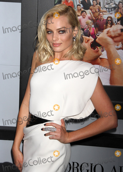 Margot Robbie Photo - Photo by KGC-146starmaxinccom2013ALL RIGHTS RESERVEDTelephoneFax (212) 995-1196121713Margot Robbie at the premiere of The Wolf of Wall Street(Los Angeles CA)