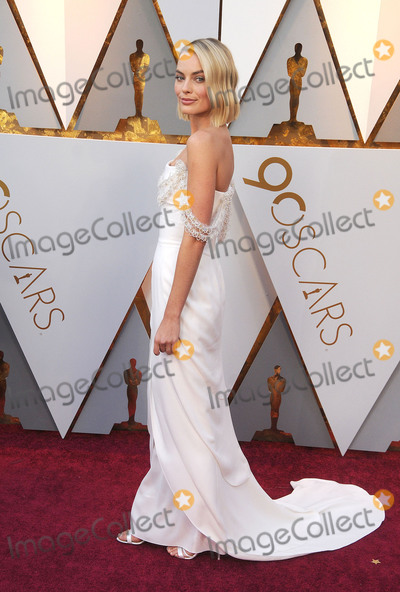 Margot Robbie Photo - Photo by GalaxystarmaxinccomSTAR MAXCopyright 2018ALL RIGHTS RESERVEDTelephoneFax (212) 995-11963418Margot Robbie at the 90th Annual Academy Awards (Oscars) presented by the Academy of Motion Picture Arts and Sciences(Hollywood CA USA)
