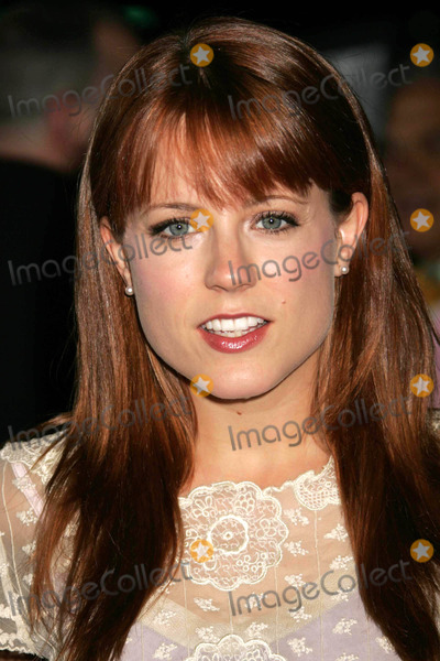 Allison Munn Photo - Photo by REWestcomstarmaxinccom200592805Allison Munn at the premiere of In Her Shoes(Beverly Hills CA)