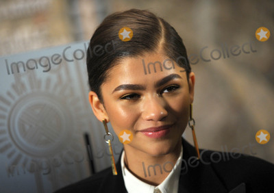 Zendaya Coleman Photo - Photo by Dennis Van TinestarmaxinccomSTAR MAX2017ALL RIGHTS RESERVEDTelephoneFax (212) 995-119612917Zendaya Coleman at The Greatest Showman Cast Light up the Empire State Building in New York City