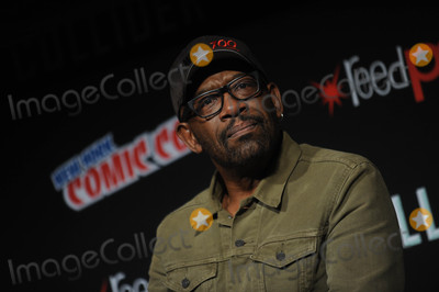 Lenny James Photo - Photo by Dennis Van TinestarmaxinccomSTAR MAX2017ALL RIGHTS RESERVEDTelephoneFax (212) 995-119610717Lennie James at The Walking Dead Panel at Comic-Con New York in New York City