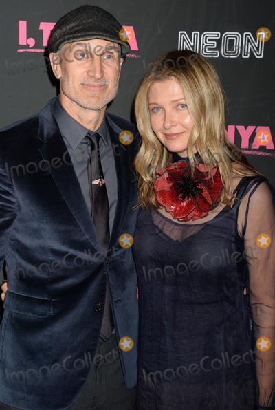 Craig Gillespie Photo - Photo by Dennis Van TinestarmaxinccomSTAR MAXCopyright 2017ALL RIGHTS RESERVEDTelephoneFax (212) 995-1196112817Craig Gillespie and his wife Christine Gillespie at the premiere of I Tonya(NYC)