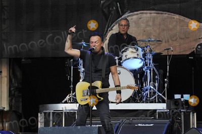 E Street Band Photo - Photo by KGC-138starmaxinccomSTAR MAXCopyright 2016ALL RIGHTS RESERVEDTelephoneFax (212) 995-11966516Bruce Springsteen  The E Street Band performing at Wembley Stadium(London England UK)