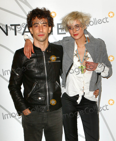 Albert Hammond Jr Photo - Photo by Jackson Leestarmaxinccom2008102108Agyness Deyn and Albert Hammond Jr at the Mobile Art Chanel Contemporary Art Container Opening(NYC)