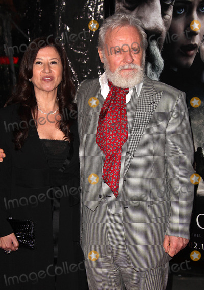 Stella Arroyave Photo - Anthony Hopkins and Stella Arroyave at the premiere of The Wolfman (Hollywood CA) 2910