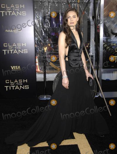 Alexa Davalos Photo - Photo by Michael Germanastarmaxinccom201033110Alexa Davalos at the premiere of Clash of the Titans(Hollywood CA)