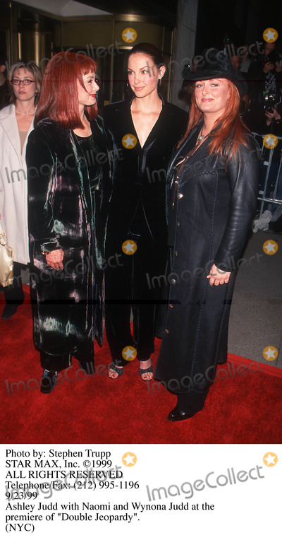Ashely Judd Photo - Photo by Stephen TruppSTAR MAX Inc - copyright 1999Ashely Judd Wynonna Judd and Naomi Judd