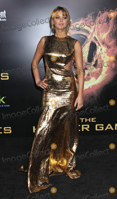 Jennifer Lawrence Photo - Photo by REWestcomstarmaxinccomSTAR MAX2012ALL RIGHTS RESERVEDTelephoneFax (212) 995-119631212Jennifer Lawrence at the premiere of The Hunger Games(Los Angeles CA)