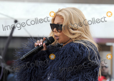 Lil Kim Photo - Photo by Dennis Van TinestarmaxinccomSTAR MAX2016ALL RIGHTS RESERVEDTelephoneFax (212) 995-119652016Lil Kim performs on NBCs Today(NYC)