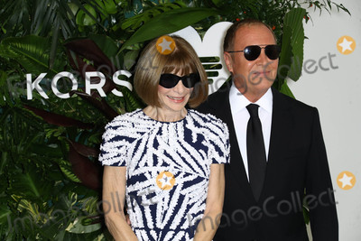 Anna Wintour Photo - Photo by John NacionstarmaxinccomSTAR MAX2017ALL RIGHTS RESERVEDTelephoneFax (212) 995-1196101617Anna Wintour and Michael Kors at The 11th Annual Gods Love We Deliver Golden Heart Awards in New York City