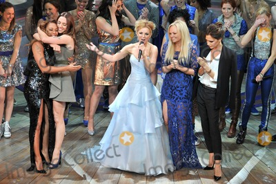 Emma Bunton Photo - Photo by KGC-42starmaxinccom2012STAR MAXALL RIGHTS RESERVEDTelephoneFax (212) 995-1196121112Melanie Brown Geri Halliwell Emma Bunton Melanie Chisholm and Victoria Beckham at the premiere of Viva Forever(London England)US syndication only