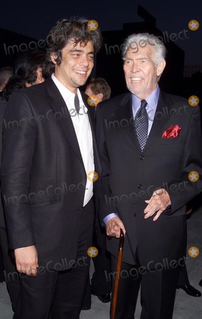James Coburn Photo - Photo by Tom LauSTAR MAX Inc - copyright 20026102Benecio Del Toro and James Coburn at the 2002 Stella Adler Awards Gala(CA)