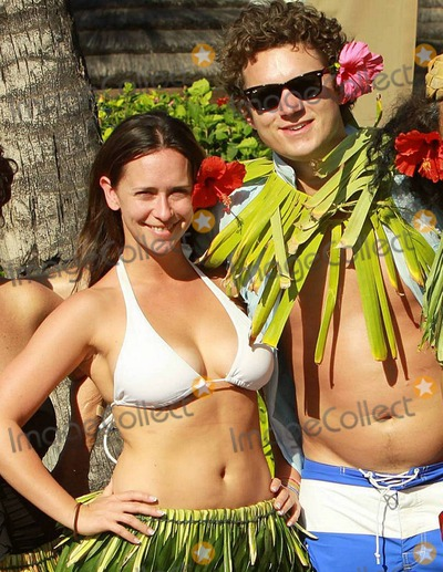 Alex Beh Photo - EXCLUSIVE With a tropical flower in her hair Jennifer Love Hewitt 31 beamed in the Hawaiian sunlight as she and boyfriend of six months Alex Beh 27 hugged and enjoyed the afternoon on New Years Day in what appeared to be a gathering of friends and family including her mom Pat who wore a black bathing suit at their hotel Showing off her natural curves Jennifer looked lovely in a white bikini and traditional hula skirt made of leaves Maui HI 010111Fees must be agreed prior to publication