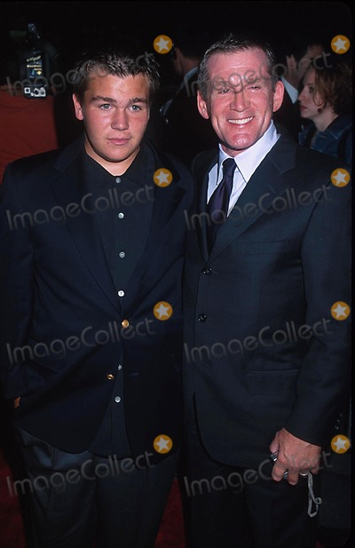 Anthony Heald Photo - Sd0930 Red Dragon Premiere at the Ziegfeld Theatre  New York City Photo Henry Mcgee Globe Photos Inc 2002 Anthony Heald Son