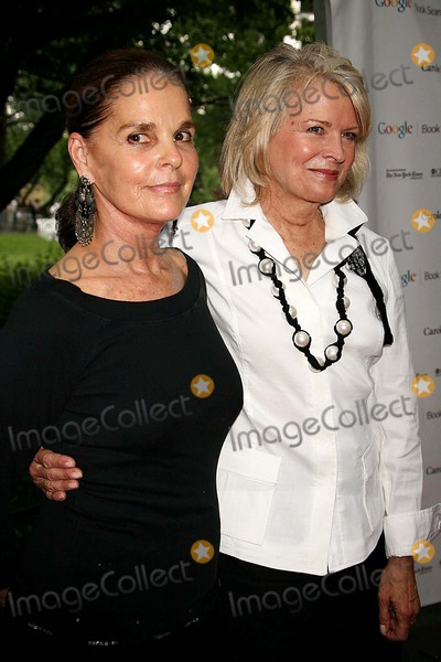 Ali Macgraw Photo - ALI MACGRAW AND CANDICE BERGEN ARRIVING AT THE PUBLIC THEATERS SUMMER GALA AND OPENING NIGHT PERFORMANCE OF SHAKESPEARE IN THE PARKS MACBETH AT THE DELACORTE THEATER IN CENTRAL PARK IN NEW YORK CITY ON 06-29-2006  PHOTO BY HENRY McGEEGLOBE PHOTOS INC 2006K48495HMC