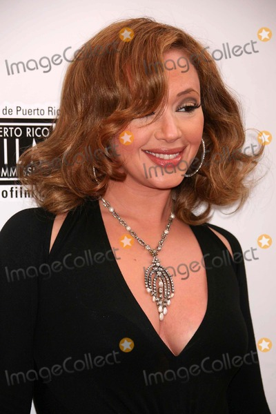 Leah Remini Photo - Leah Remini Arriving at the Premiere of El Cantante at Amc Theater in New York City on 07-26-2007 Photo by Henry McgeeGlobe Photos Inc 2007