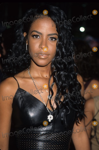 Aaliyah Photo - Aaliyah Aaliyah Dana Haughton Mtv 20 Live and Almost Legal - Hammerstein Ballroom in New York 2001 K22624hmc Photo by Henry Mcgee-Globe Photos Inc