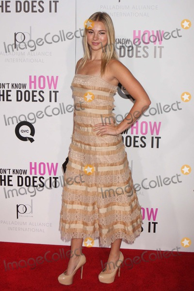 Allie Gonino Photo - Allie Gonino Arriving at the Premiere of the Weinstein Companys I Dont Know How She Does It at Amc Loews Lincoln Square in New York City on 09-12-2011 Photo by Henry Mcgee-Globe Photos Inc 2011