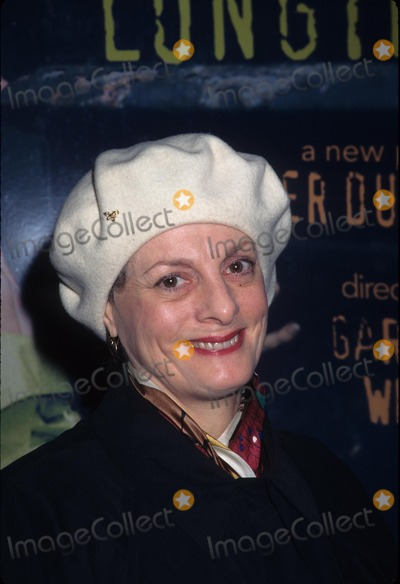 Dana Ivey Photo - Dana Ivey Sex and Longing Play at Cort Theatre in New York 1996 K6405hmc Photo by Henry Mcgee-Globe Photos Inc