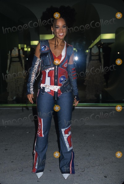 Alexander McQueen Photo - Alicia Keys Alexander Mcqueen New York Store Opening Party 2002 K26059hmc Photo by Henry Mcgee-Globe Photos Inc