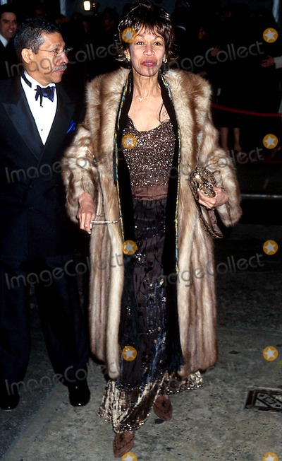 Altovise Davis Photo - Sd03162002 Liza Minnelli  David Gest Wedding Reception at the Regent Wall Street New York City Photo Henry Mcgee Globe Photos Inc 2002 Altovise Davis
