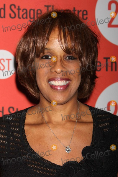 Anna  DEAVERE Smith Photo - Gayle King Arriving at the Opening Night Performance of Anna Deavere Smiths Let Me Down Easy at Second Stage Theatre in New York City on 10-07-2009 Photo by Henry Mcgee-Globe Photos Inc 2009