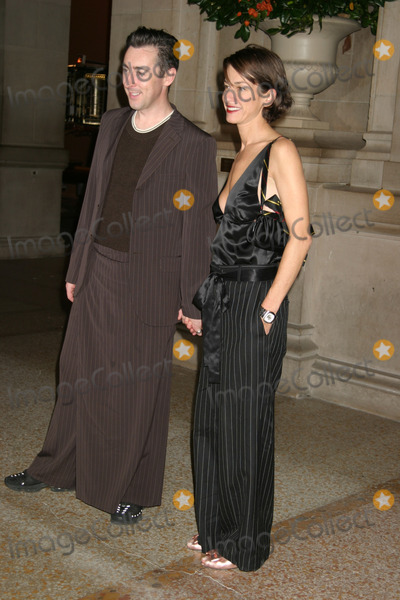 ALLAN CUMMING Photo - NYC  110303Allan Cumming and Cynthia Rowley at BRAVEHEARTS MEN IN SKIRTS sponsored by Jean Paul Gaultier at The Metropolitan Museum of Arts Costume InstituteDigital Photo by Adam NemserPHOTOlink
