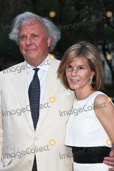 Anna Scott Carter Photo - NEW YORK - APRIL 17 Vanity Fair Editor-In-Chief Graydon Carter and Anna Scott Carter attend the Vanity Fair Party during the Tribeca Film Festival April 17 2012 in New York