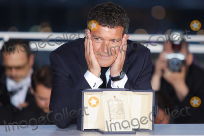 Antonio Banderas Photo - CANNES FRANCE - MAY 25 Antonio Banderas winner of the Best Actor award for Dolor Y Gloria poses at thewinner photocall during the 72nd annual Cannes Film Festival on May 25 2019 in Cannes France (Photo by Laurent KoffelImageCollectcom)