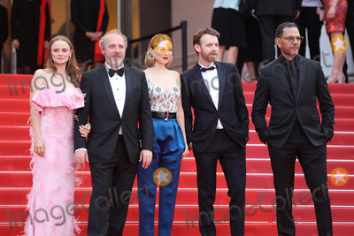 Arnaud Desplechin Photo - CANNES FRANCE - MAY 22 (L-R) Sara Forestier Arnaud Desplechin Lea Seydoux Antoine Reinartz and Roschdy Zem attend the screening of Oh Mercy (Roubaix une Lumiere) during the 72nd annual Cannes Film Festival on May 22 2019 in Cannes France(Photo by Laurent KoffelImageCollectcom)