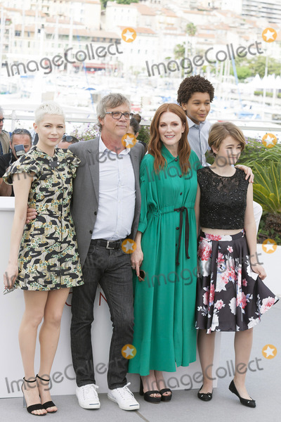 Todd Haynes Photo - CANNES FRANCE - MAY 18 (L-R) Actress Michelle William Director Todd Haynes actress Julianne Moore actor Jaden Michael and actress Millicent Simmonds attend Wonderstruck Photocall during the 70th annual Cannes Film Festival at Palais des Festivals on May 18 2017 in Cannes France(Photo by Laurent KoffelImageCollectcom)