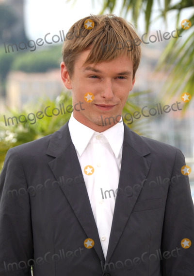 HENRY HOOPER Photo - Henry Hopper at the photocall for Restless at the Cannes Film Festival  on May 12 2011 in Cannes France