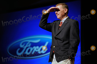Alan Mulally Photo - Chief executive officer of the Ford Motor Company Alan Mulally speaks during a media preview of the New York International Auto Show on Wednesday March 31 2010 in New York City