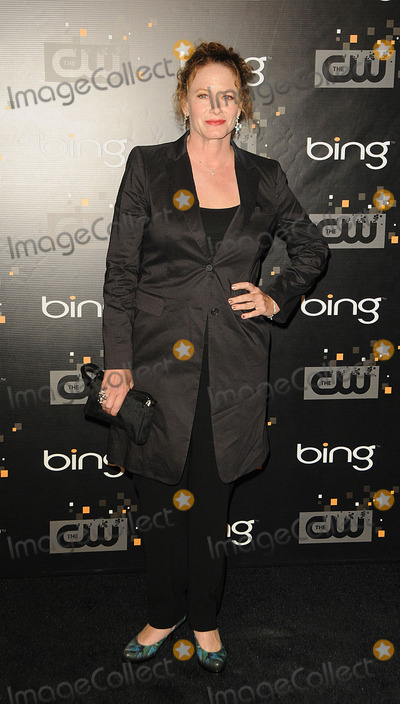 Ashley Crow Photo - Ashley Crow arriving at The CW premiere party at Warner Bros Studios on September 10 2011 in Burbank California