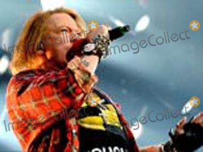 Axl Rose Photo - MANCHESTER ENGLAND - JUNE 09  Axl Rose of ACDC performs at Etihad Stadium on June 9 2016 in Manchester England  (Photo by Shirlaine ForrestWireImage)