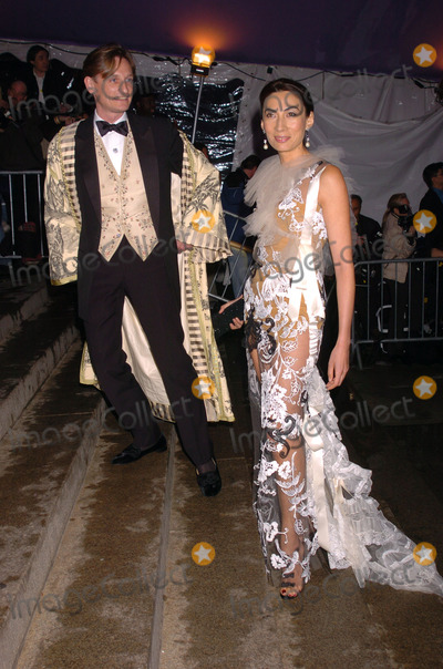 AHN DUONG Photo - Ahn Duong arrived at the Costume Institute Gala celebrating Dangerous liaisons Fashion and Furniture in the 18th Century at the Metropolitan Museum on the Upper East Side of Manhattan New York City April 26 2004