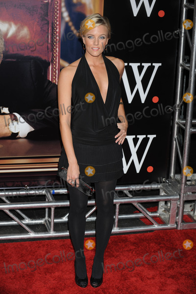 HANNAH CORTES Photo - Actress Hannah Cortes arriving at the premiere of W at the Ziegfeld Theatre on October 14 2008 in New York City