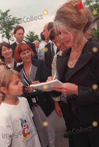 Brigitte Bardot Photo - Famous French actress BRIGITTE BARDOT is given the My Way Award in Vienna Austria for her achievements in animal support Ms Bardot was accompanied by her husband BERNARD d ORMALE Hagenbrunn Vienna May 2002 REF PPSA2059