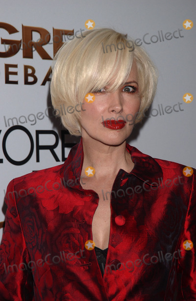 Janine Turner Photo - Actress Janine Turner attends the New York Premiere of The Great Debaters at the Ziegfeld Theater