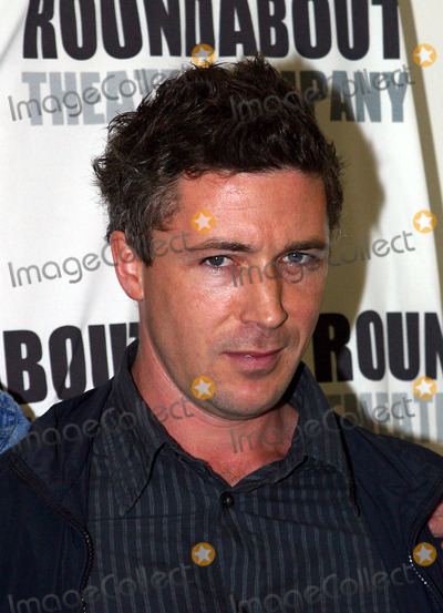 Aidan Gillen Photo - Patrick Stewart Kyle MacLachlan Aidan Gillen and director David Jones at the press call during the rehearsals for new Roundabout Theatres Play The Caretaker New York September 23 2003