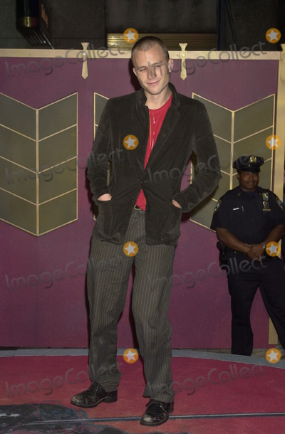 Heath Ledger Photo - Actor Heath Ledger arrives at the MTV Video Music Awards at Radio City Music Hall in New York City