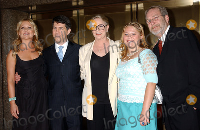AMY HALLORAN Photo - NEW YORK MAY 16 2005    Jessica Capshaw Chris Parnell Sharon Gless Amy Halloran and Martin Mull at the NBC Primetime Preview red carpet arrivals for Upfront Week held at Radio City Music Hall