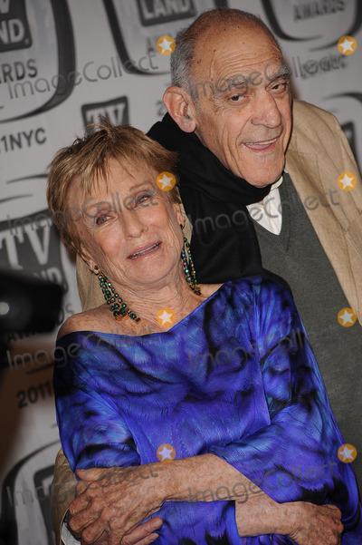 Abe Vigoda Photo - Cloris Leachman and Abe Vigoda attend the 9th Annual TV Land Awards at the Javits Center on April 10 2011 in New York City